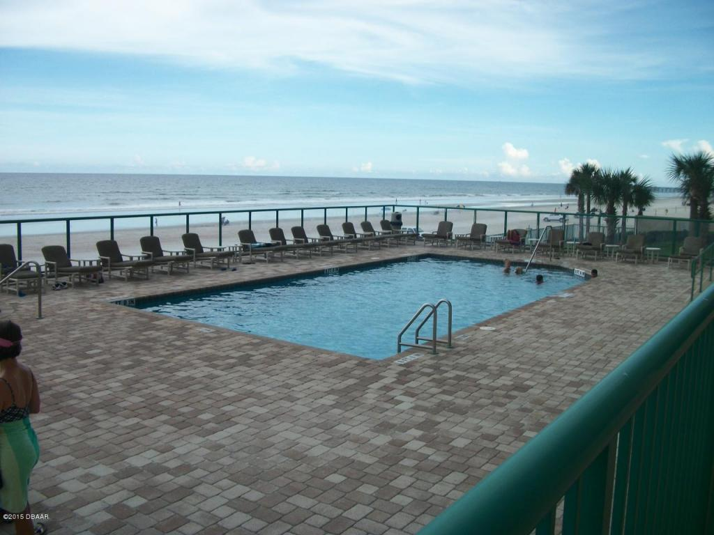 dimucci twin towers  condo oceanfront condo complex on the beach